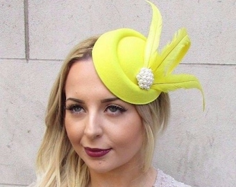 25586f7bb18 Yellow Statement Feather Pillbox Hat Hair Fascinator Races Vtg Headpiece  2952