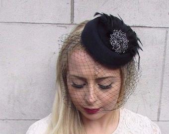 Black Birdcage Veil Feather Pillbox Hat Hair Fascinator Races Funeral Clip 3916