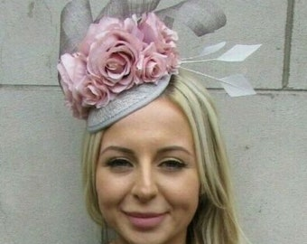 58f4e1009f006 Blush Light Nude Pink Grey Rose Flower Feather Hat Fascinator Races Hair  7208