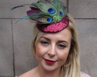 b140bfea011c1 Burgundy Wine Red Green Sequin Peacock Feather Fascinator Races Ascot Hat  5016