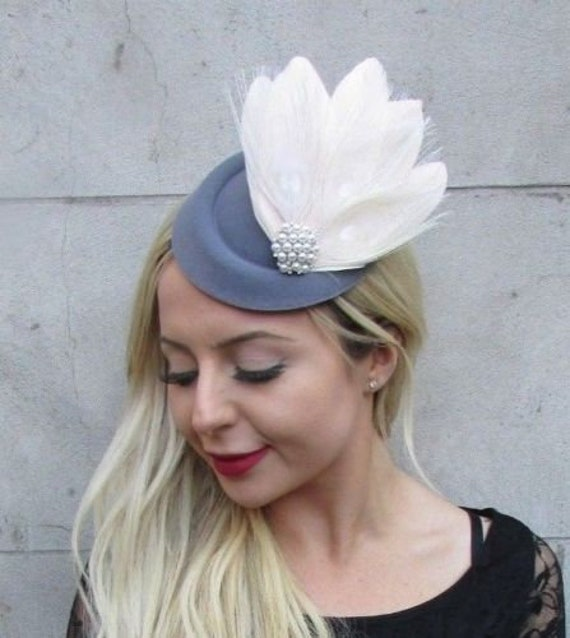 80b5ef38af5 Cream Dark Grey Feather Pillbox Hat Hair Clip Fascinator Vtg