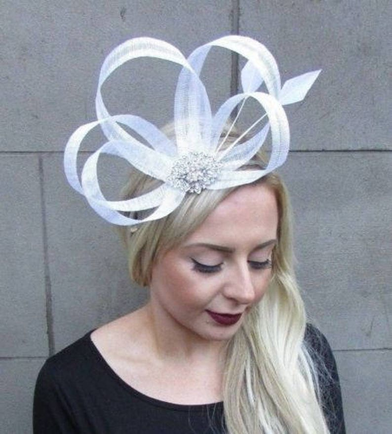 1ac9809e5d4e7 White Silver Sinamay Feather Fascinator Races Alice Hair Band