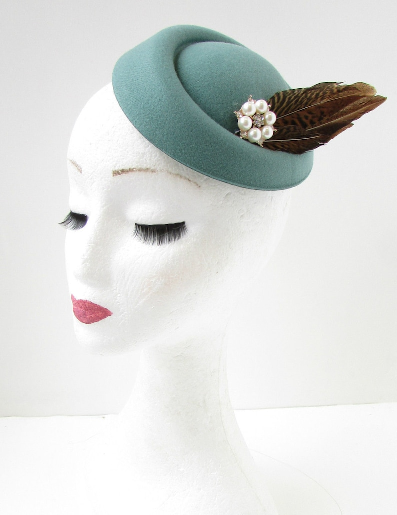 Tea Party Hats – Victorian to 1950s Sage Green Brown Feather Pillbox Hat Fascinator Hair Clip Vintage 30s 1940s B68 $21.23 AT vintagedancer.com