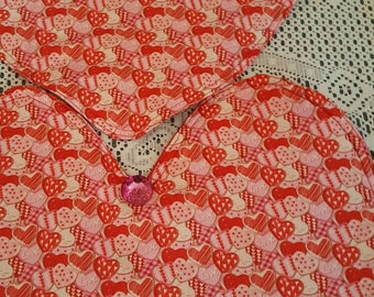 Valentines Day Hearts Table Runner, Valentines Hearts Decor, Festive Hearts Table Runner