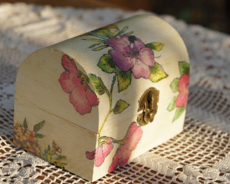 a05e1981d Cofre de madera decorado con decoupage flores