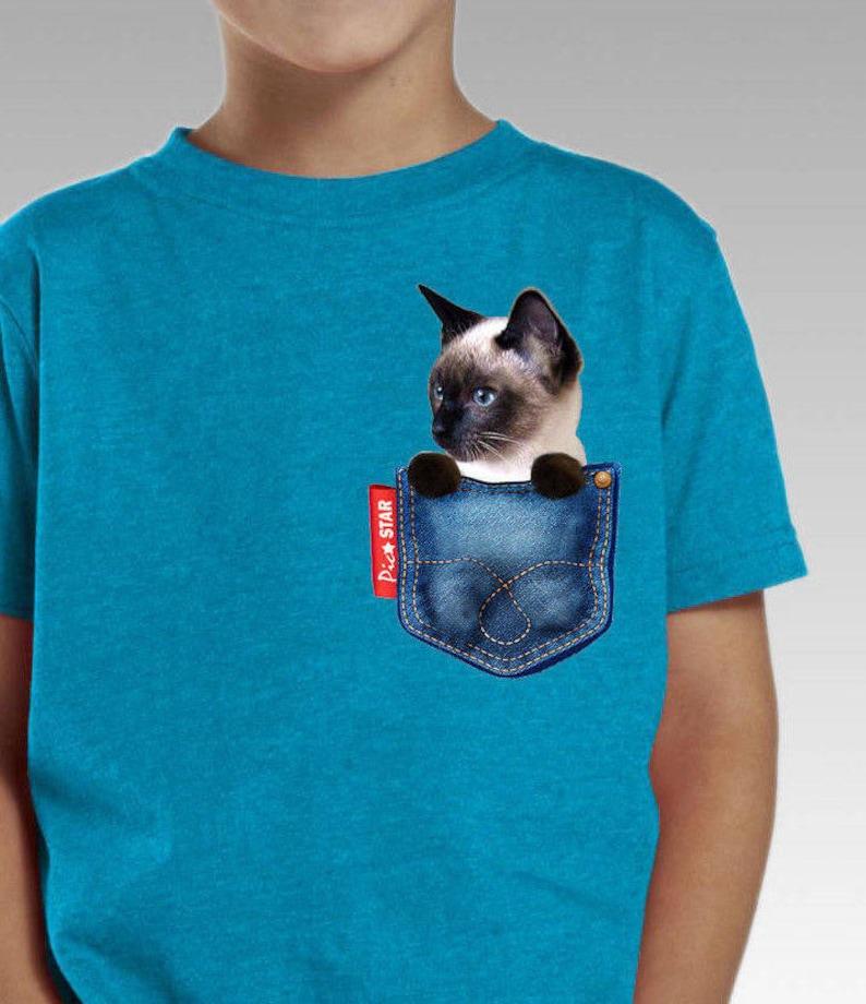 Animal de compagnie chat siamois dans une poche de jean  705d6e1dc83