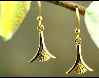 Gold flower earrings, gold lotus earring, egyptian gold earring, lotus jewelry, egyptian jewelry, danty flower earring, handmade, elegant