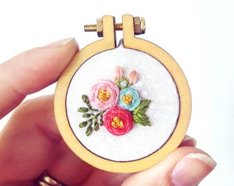 Embroidery Necklace, Handmade Necklace,Flower Necklace, Miniature Embroidery Hoop,Floral Embroidery Designs, Wearable Art,Mothers Day Gift