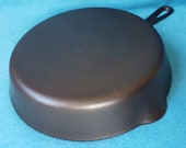 Griswold 9 Cast Iron Skillet Small Logo Smooth Bottom Grooved Handle 710 Cleaned Seasoned