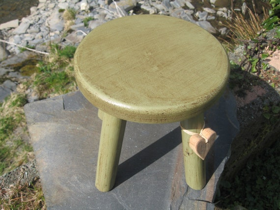 Rustic style thick top wooden milking stool
