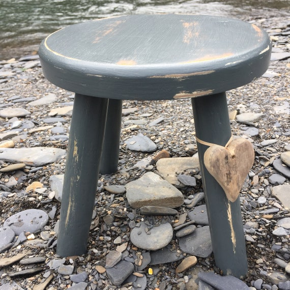 Rustic look thick top wooden milking stool