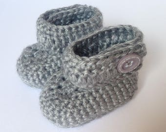 Baby Boy grey crochet booties. Baby soft shoes. Baby boots. Newborn gift.