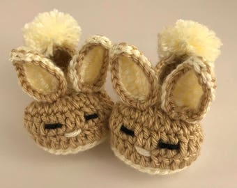 Baby boy crochet Bunny booties. Baby Easter gift. Beige booties.Baby newborn gift.