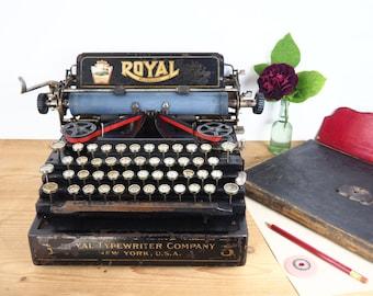 Antique Royal 5 typewriter in vintage condition