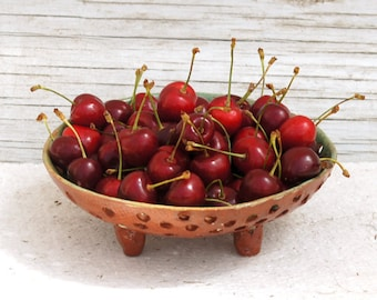 Pottery Berry Bowl -Fruit Colander-Serving Bow