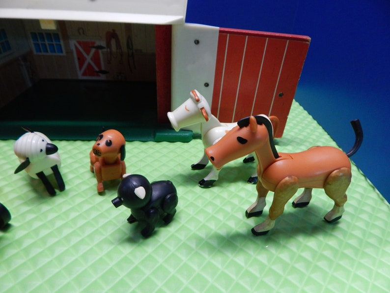 Fisher Price Working MOO Barn 1967 NO Silo 1968 Tractor Trailer Pig Cow Horse Dog Sheep Farmer Wife Child