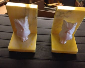 Pair Of Vintage Yellow Alabaster Italy Owl Bookends