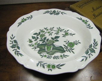 Perfect for Afternoon Tea or on a Lady/'s Dresser or Vanity. Wonderful Porcelain Wedgwood Leaf-Shaped PinRing Dish in  Mirabelle