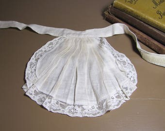 Off White Linen and Lace Ascot - Pleated Front