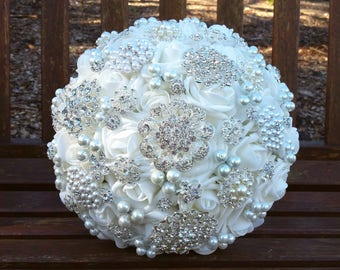 White Brooch Bouquet Bridal Crystal Bouquet Pearl Bouquet White Jewelled Vintage Style Wedding Bouquet Artificial Flowers