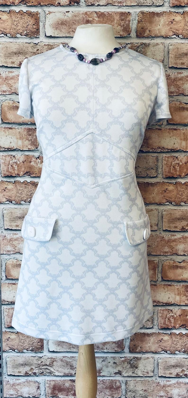 Vintage Style Dresses | Vintage Inspired Dresses 1960s Mod retro style dress 60s lilac Dress $92.96 AT vintagedancer.com
