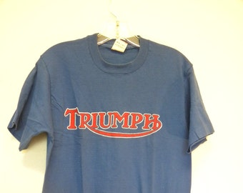 Triumph T-shirt 1988 bright blue red logo white ink motorcycle vintage Tom Clark drawing 1948 Grand Prix Medium cotton tluiHye