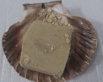 MANUKA honey OATS and HEMP oil. Organic body soap bar with a luxurious, stable, thick, creamy and conditioning lather with lively bubbles!