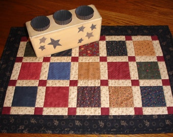 Quilted Table Topper/Country Table Mat/ Item # 450
