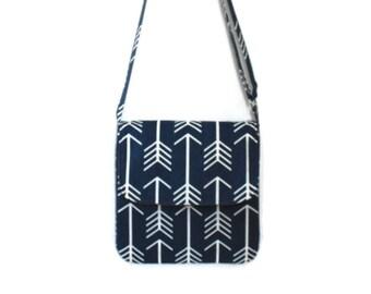 Arrow Messenger Bag, Messenger Bag for Her, Handmade Purse, Crossbody Bag, Navy Purse, Gift for Her, Vegan Messenger