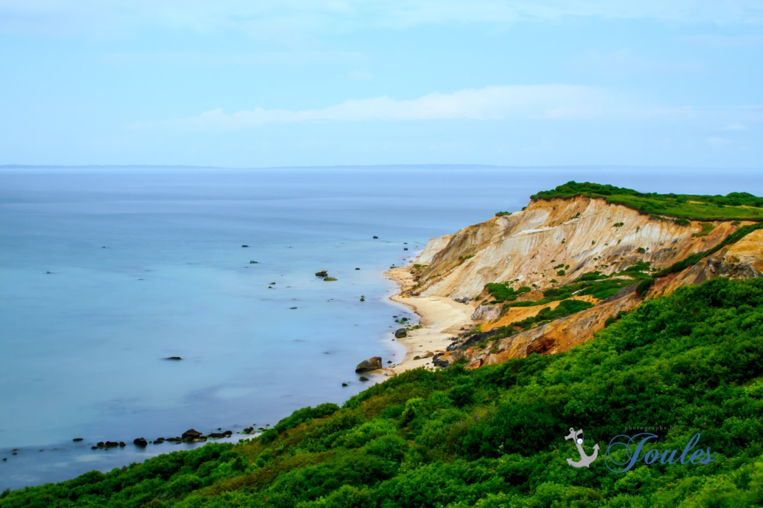File:Gay Head clay cliffs of town of Aquinnah with seaweed