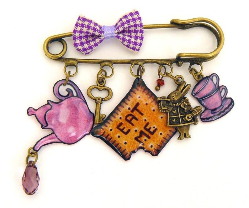 Pin pin Alice in Wonderland image 0