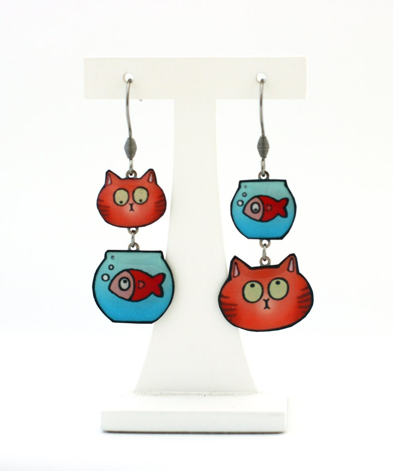 Humorous mismatched earrings red cat and goldfish. image 0