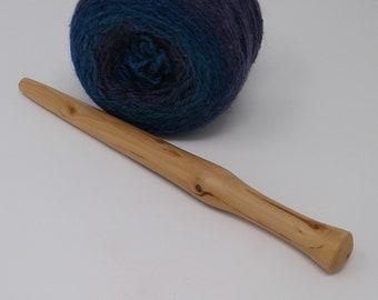 Nostepinne. Hand turned wool winder.