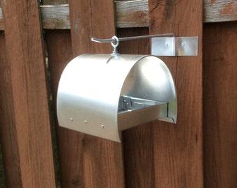 Half round bird feeder