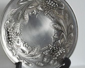 Stunning Vintage French Small Decorative Round Shaped Pewter Bowl