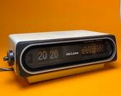 Cool flip clock alarm radio made in Germany 1970s.