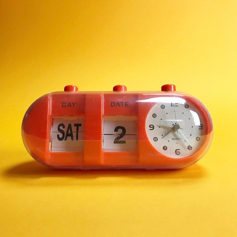 Space Age Flip calendrier et quartz réveil des années 1970.