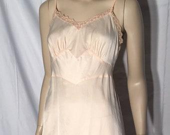 5014e4130 Gorgeous Silky Peticoat Slip Lace Pink Apricot Lingerie 40s 50s