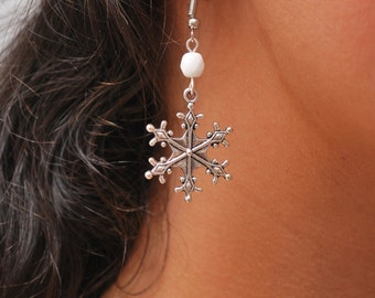 Snowflake earrings! Christmas Holiday earrings, White earrings, Silver earrings, snowflake handmade jewelry