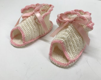 bc4f757a3b56e Baby girl booties | Etsy