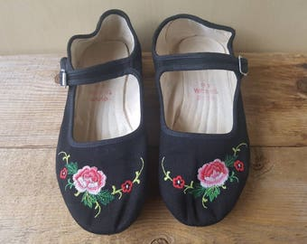 0bd72ac2a13e Vintage 80s Chinese slippers Mary Jane Style Embroidered Flower Black with  Rubber some sz 6   36