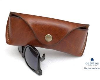 e4725a9277f4 Leather glasses case, vegetable tan sunglasses case for RayBan Wayfarer,  Justin, Clubmaster, Persol, Maui Jim round sunglasses vintage brown