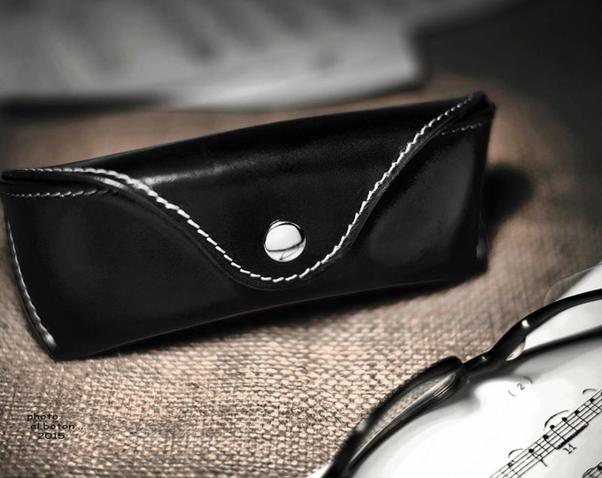 Glasses case hard veg tan leather Black