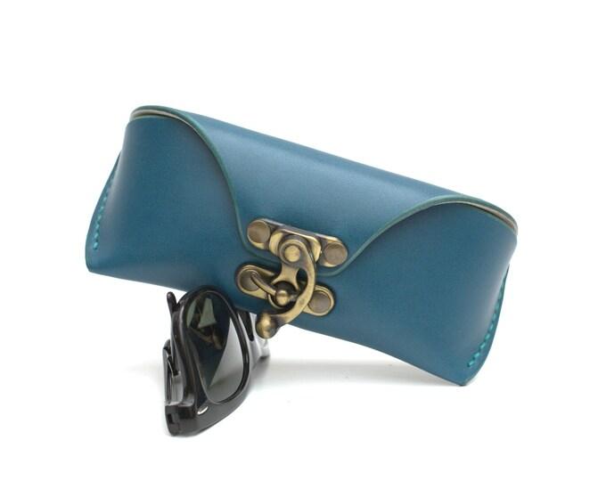 Leather glasses case vegetable tanned aqua for Wayfarers