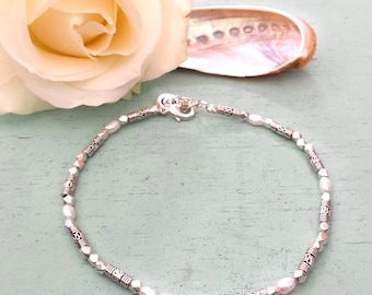 Mother of pearls anklet - Anklet with silvertone beads and freshwater pearls