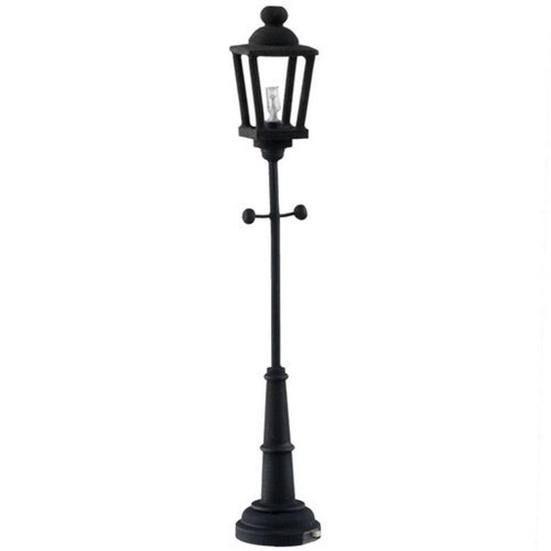 1:12 Scale Houseworks Miniature LED Black Yard Lamp