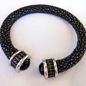 Genuine Polished Stingray Leather Bracelet Sterling Silver 925  Snap Lock Leopard head Unisex 8mm