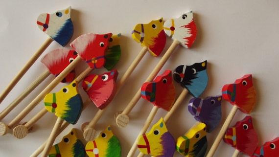 Miniature de cheval de bois (1 pièce) - jouet ou collection - choisis au hasard