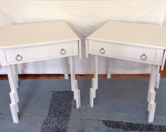 Merveilleux Pair Mid Century Modern White Lacquer Drop Leaf Side/End Tables 70u0027s