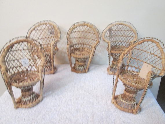 Decorating Wicker Chairs